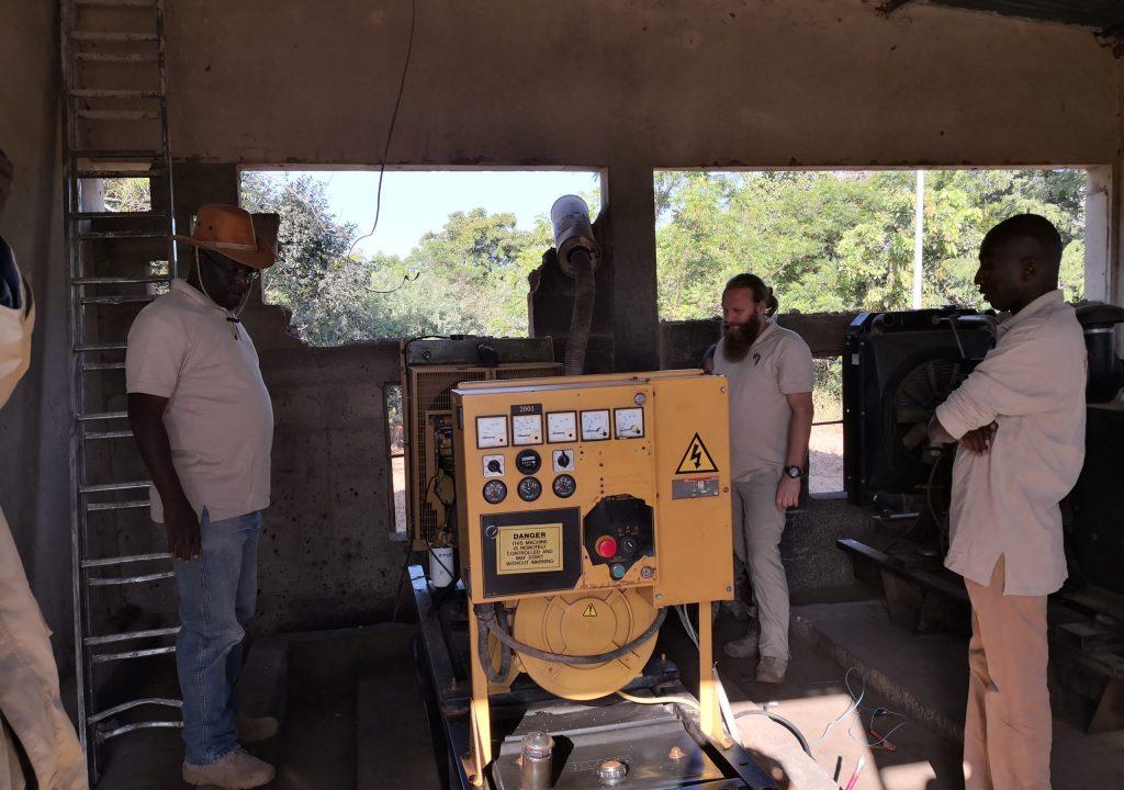 Dieselgenerator, gesponsert von einer Hilfsorganisation und nie im Betrieb.